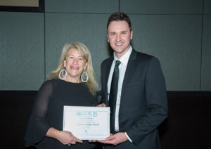 A/Professor Segelov receiving her award from Luke Carrick, Specialised Therapeutics Australia