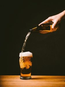 beer pouring pint schooner glass_oncology news australia