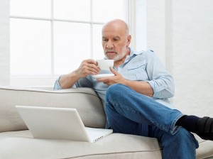 man using computer_online intervention concept_oncology news australia_800x500