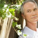 older man outside oncology news australia_800x500